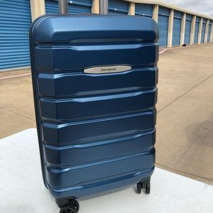 """Samsonite Tech Two 22"""" Spinner Carry On Luggage"""